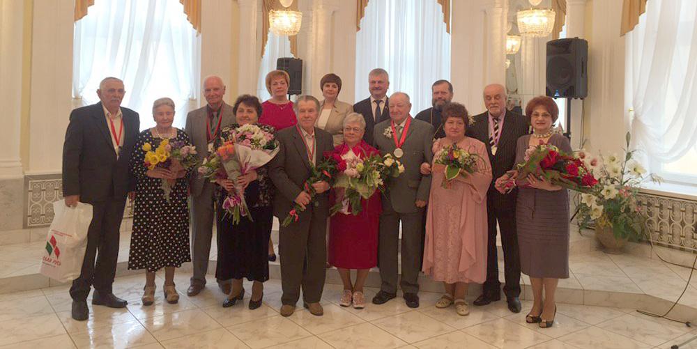 В Барановичском ЗАГСе 5 пар молодоженов со стажем отметили золотую, изумрудную и бриллиантовую свадьбу